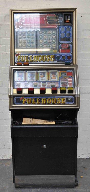 club fullhouse a.jpg